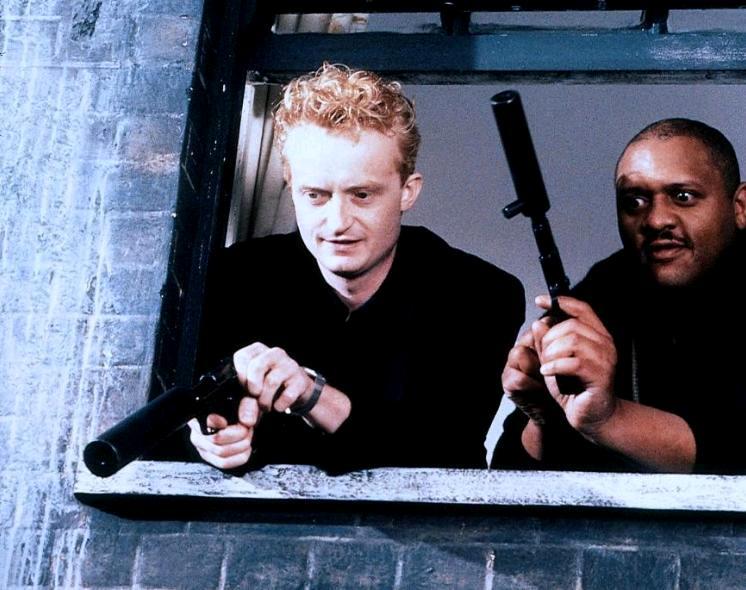 Монашки в бегах / Nuns on the Run (1990): кадр из фильма