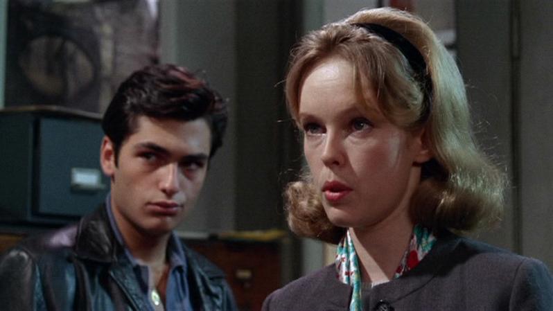 Вверх по лестнице, ведущей вниз / Up the Down Staircase (1967): кадр из фильма