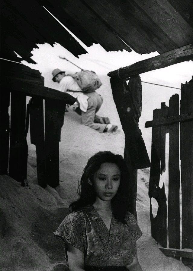 Женщина в песках / Suna no onna (1964): кадр из фильма