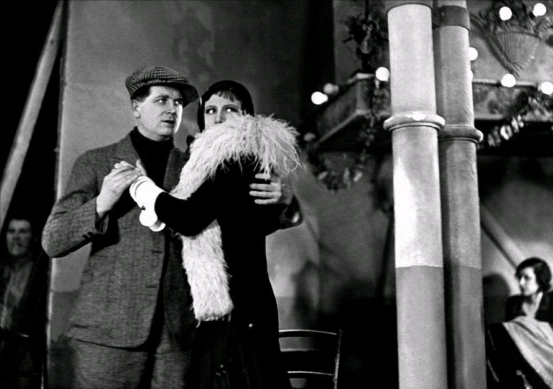 Под крышами Парижа / Sous les toits de Paris (1930): кадр из фильма
