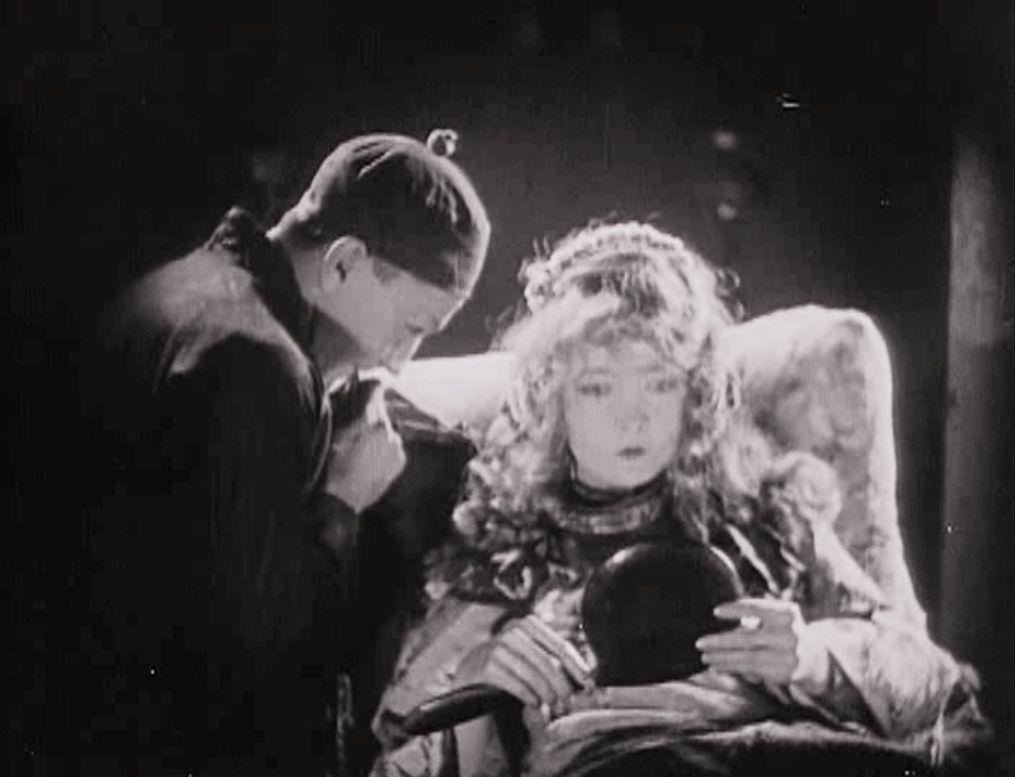 Сломанные побеги / Broken Blossoms or The Yellow Man and the Girl (1919): кадр из фильма